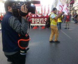 Basın Emekçileri bugün de çalışıyor...gaz maskeleri de yedekte.....umarım gerekmez.