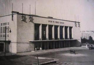 1940'larda Spor sergi sarayı önü