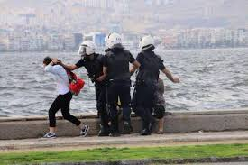 8.İzmir sahilindeki genç kız
