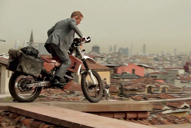 Bond-Skyfall-motorcycle-chase-scene